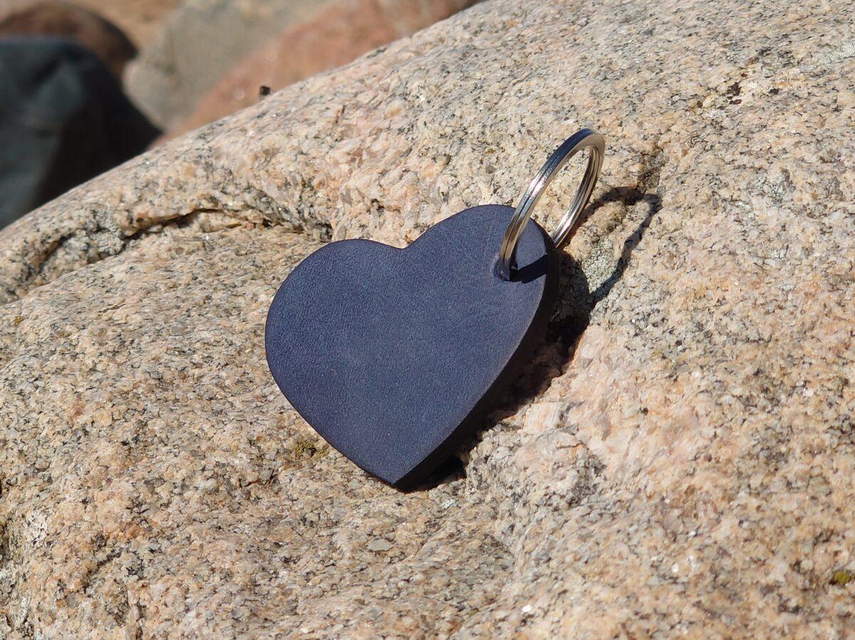 Atslēgu piekariņš no ādas-sirds